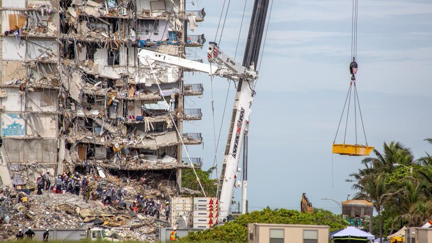 Sube a 12 la cifra de muertos por el derrumbe de un edificio en Miami-Dade