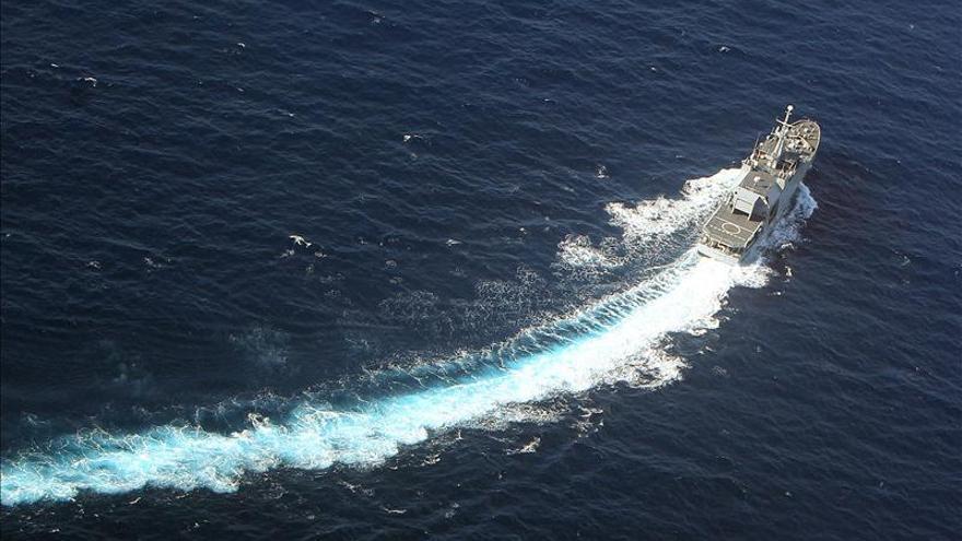 Armada colombiana auxilia en el Caribe a dos pescadores nicaragüenses