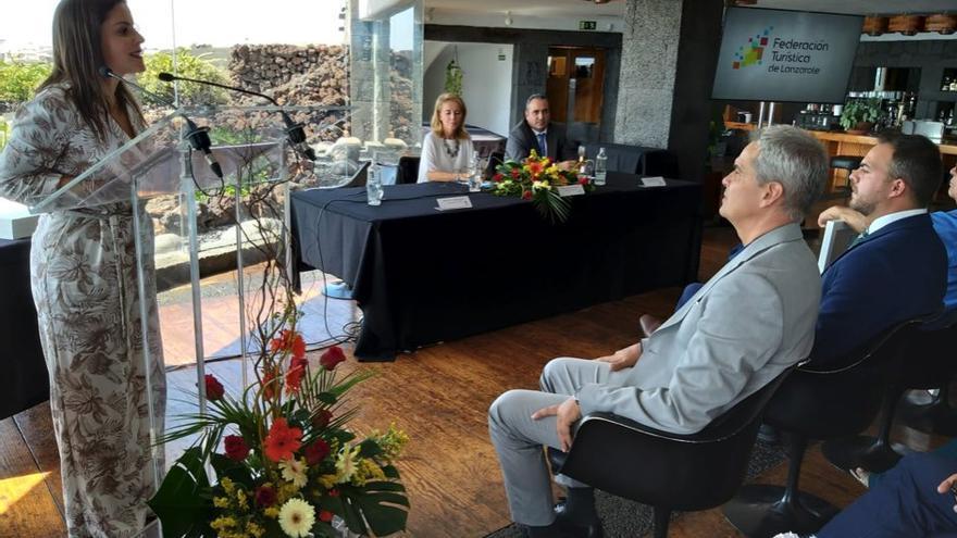 La consejera de Turismo del Gobierno de Canarias, Yaiza Castilla, en el acto de presentación de la Federación Turística de Lanzarote.