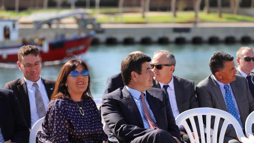 La concejala suspendida de militancia, María Dolores Jiménez, junto al portavoz del grupo, Fernando Giner