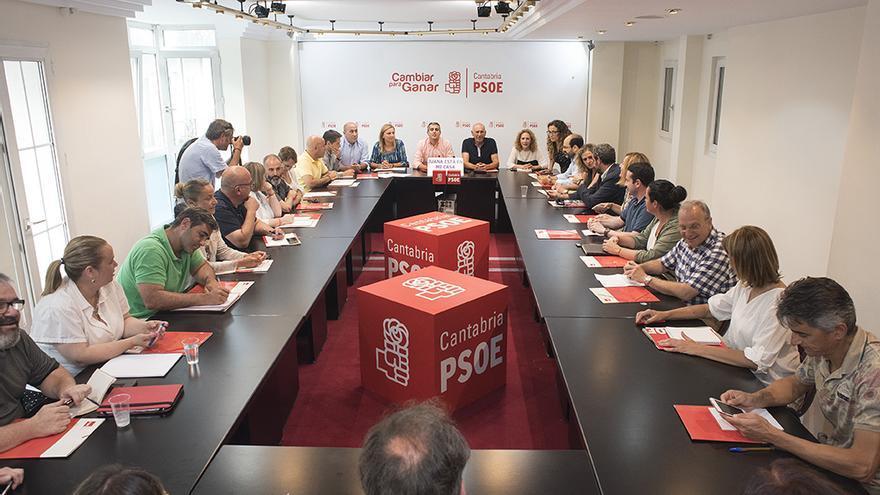 Reunión de la Comisión Ejecutiva Regional del PSOE de Cantabria. | JOAQUÍN GÓMEZ SASTRE