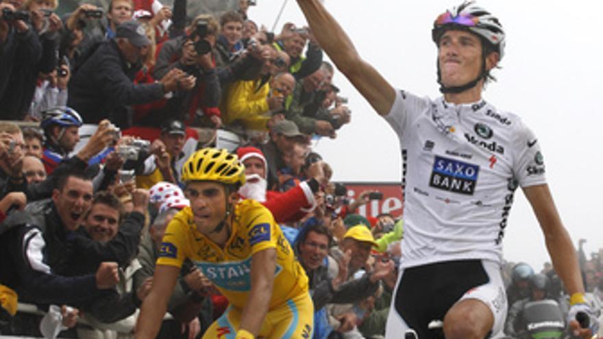 Contador controla a Schleck