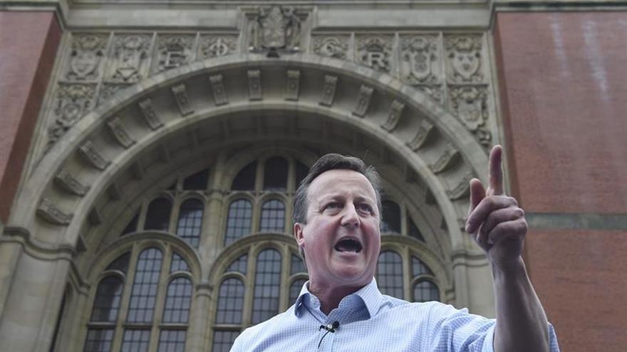 """Cameron alerta de que el """"brexit"""" sería """"irreversible"""" al cerrar la campaña"""