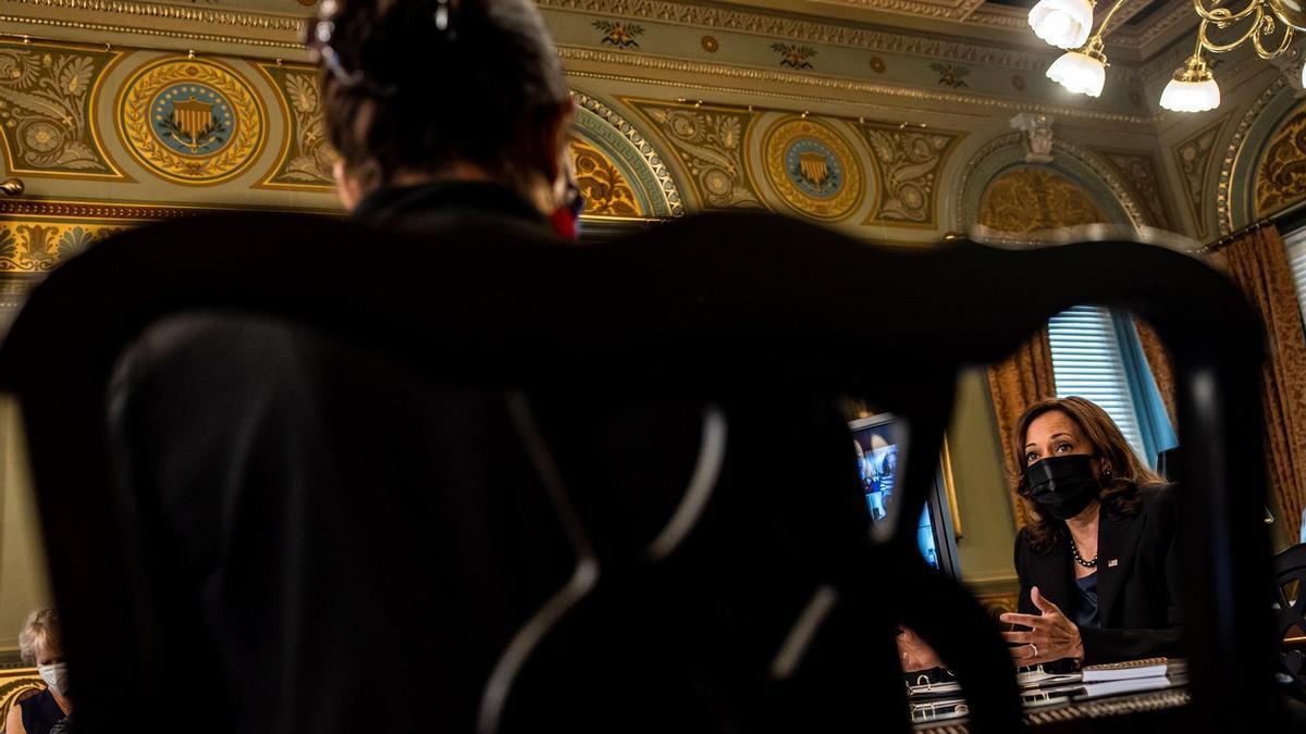 La vicepresidenta Kamala Harris ejerce como presidenta de la Cámara Alta en el Congreso de EEUU.