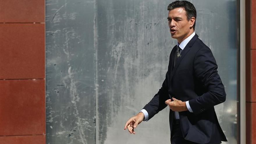 """Sánchez acusa a la oposición de intentar desgastarle """"golpeando"""" a ciudadanos"""