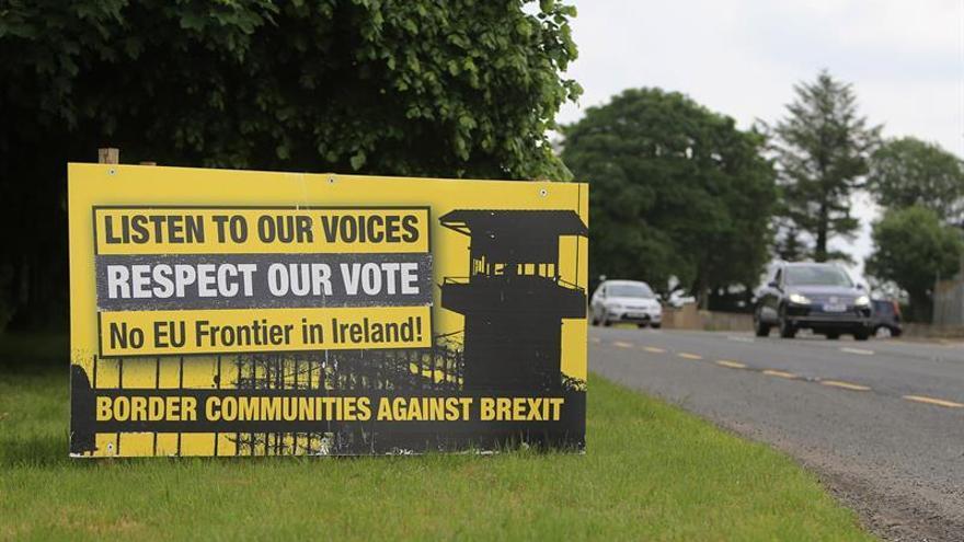 """Dublín dice que no habrá """"brexit"""" sin superar el problema fronterizo"""