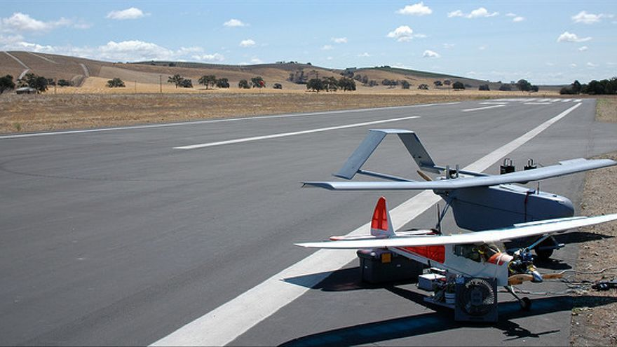 Drones UVA en una pista de aterrizaje de Camp Roberts (EEUU)