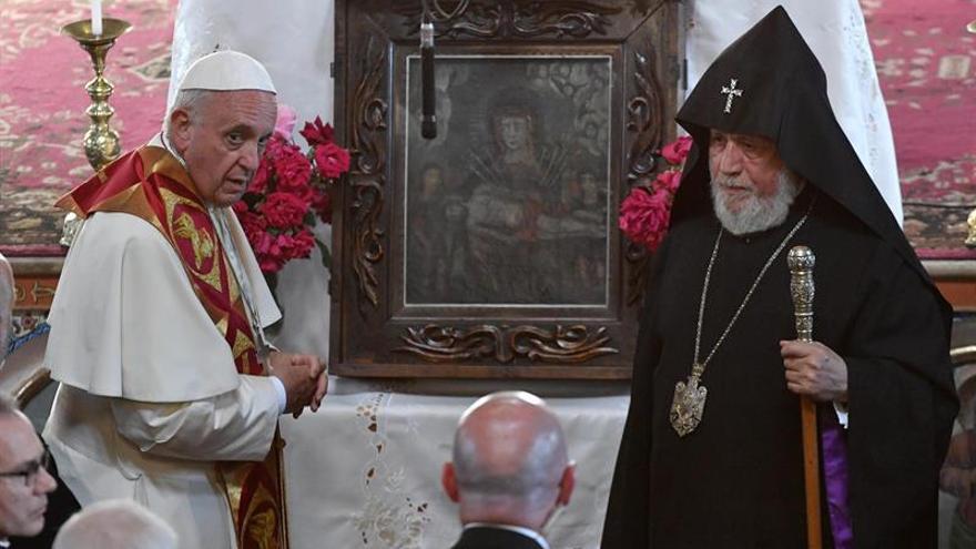 """El Papa invoca la paz en el Cáucaso y rechaza la """"fuerza engañosa de la venganza"""""""