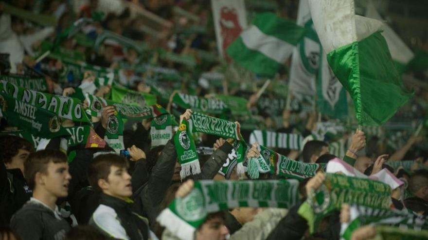Afición del Racing durante un partido en El Sardinero.
