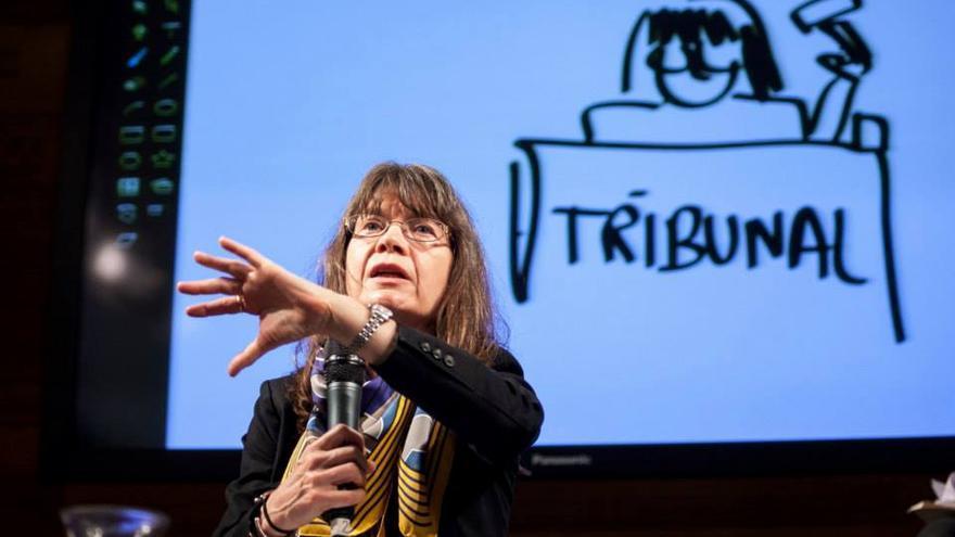 La jueza federal estadounidense Elizabeth Stong durante su intervención en Donostia. Foto: European Dialogues.