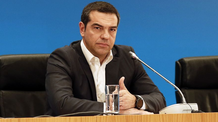 Athens (Greece), 07/07/2019.- SYRIZA leader and outgoing Prime Minister Alexis Tsipras (C) addresses the media at Zappeio Hall after the announcement of the exit polls of the general elections, in Athens, Greece, 07 July 2019. The result (100 pct of sample) of the first exit polls for the 2019 general elections in Greece were released after the closing of the polls at 19:00 on Sunday. They indicate a victory by a substantial margin for New Democracy, which is seen getting an absolute majority in parliament. (Elecciones, Grecia, Atenas)