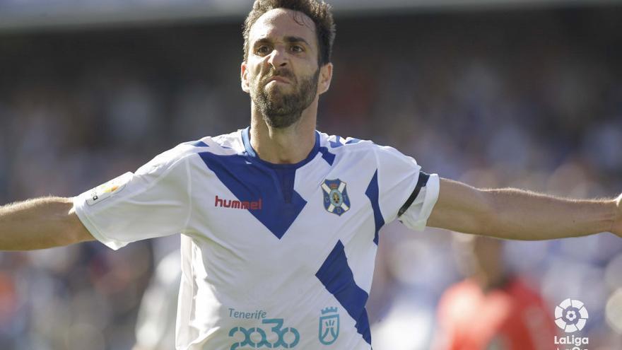 Carlos Ruiz celebra el 2-0, el tanto que al final daría los tres puntos al CD Tenerife