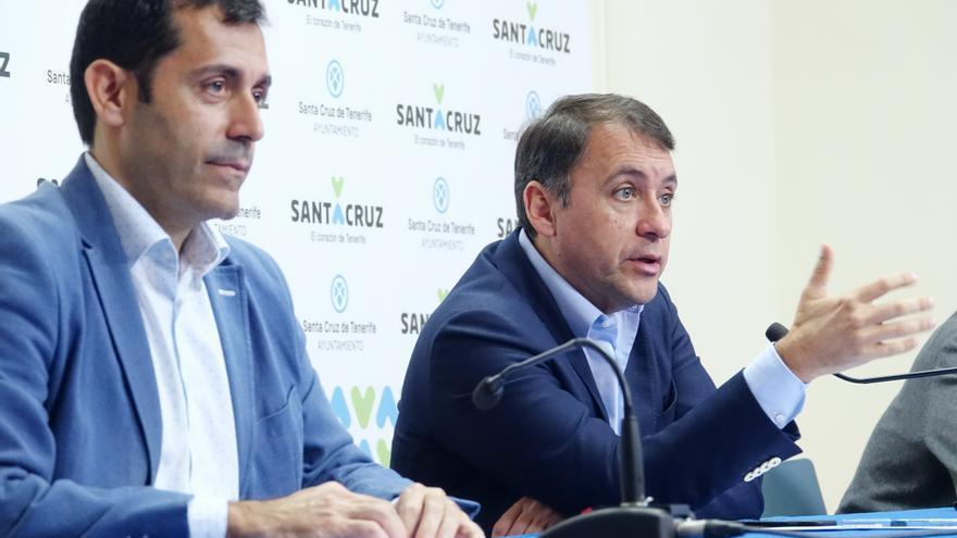 Juan José Martínez, concejal de Hacienda, junto a José Manuel Bermúdez, en la presentación de la oficina virtual