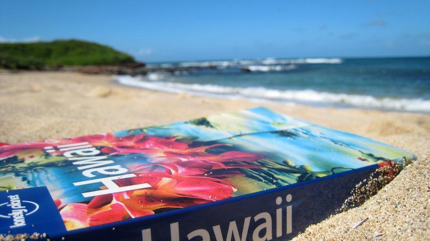 Llevar el móvil a la playa es algo más peligroso (Foto: JoshBerglund19 en Flickr)