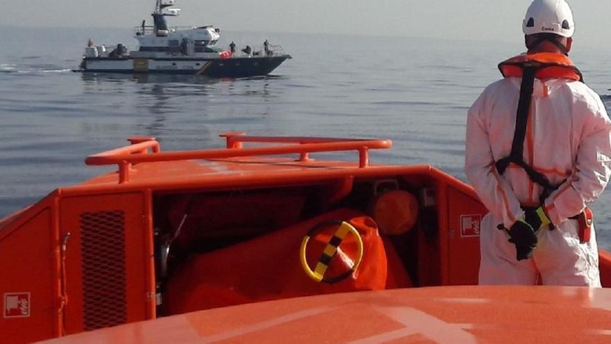 Rescatadas cinco personas, tres de ellas menores de edad, al tener problemas para salir del mar