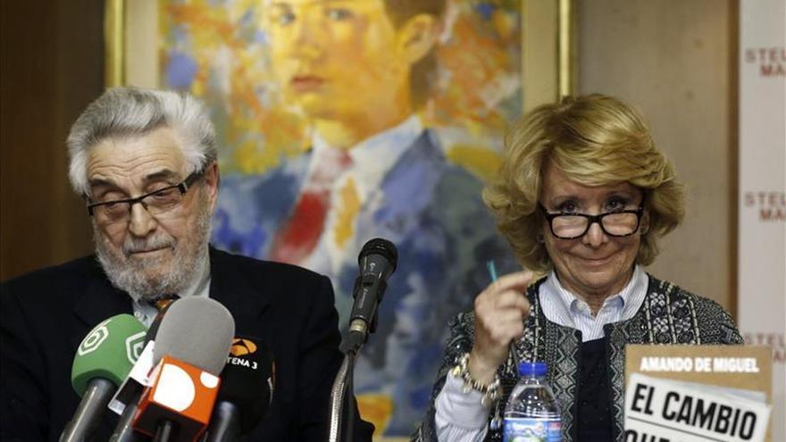 Aguirre pide regenerar los partidos y no intentar restaurar la democracia