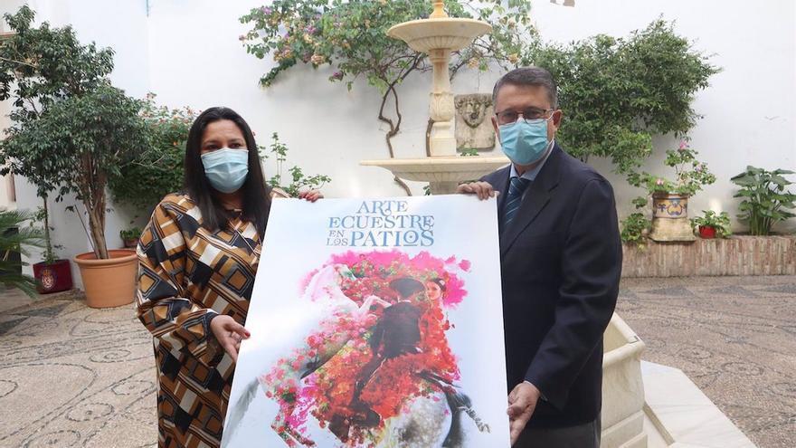 La presidenta de Iprodeco, Lola Amo, y el presidente de Córdoba Ecuestre, Rafael Blanco, presentan 'Arte Ecuestre en los Patios'.