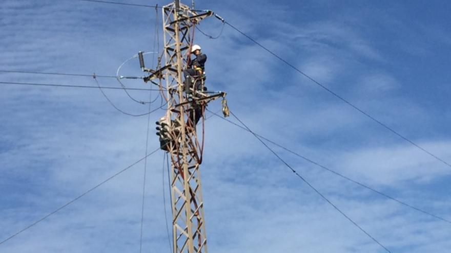 En la imagen, un tendido eléctrico de Endesa.