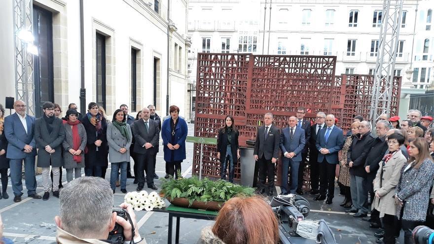 """El Parlamento Vasco reivindica los derechos humanos """"de todas las personas"""" y la solidaridad con las víctimas"""