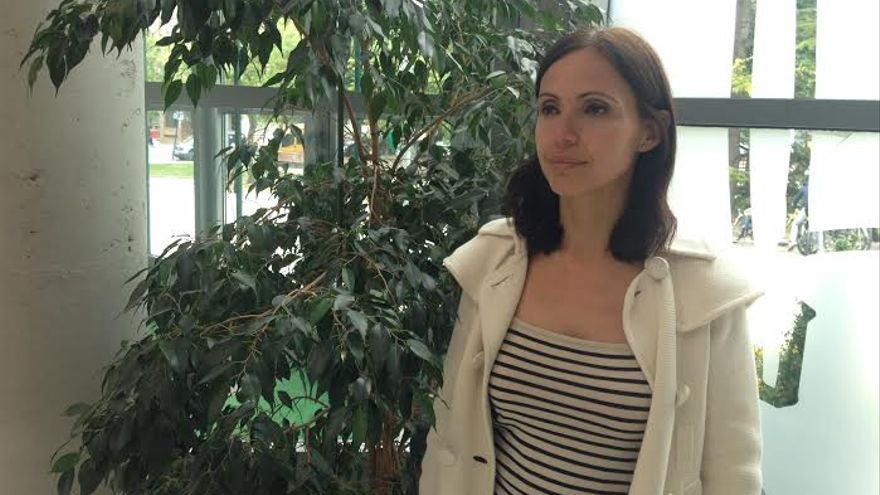 Sandra Pina tras la charla ofrecida  en Vitoria-Gasteiz para el Forode Responsabilidad Empresarial de Álava.