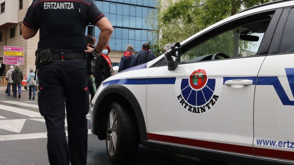 Una patrulla de la Ertzaintza, en Donostia