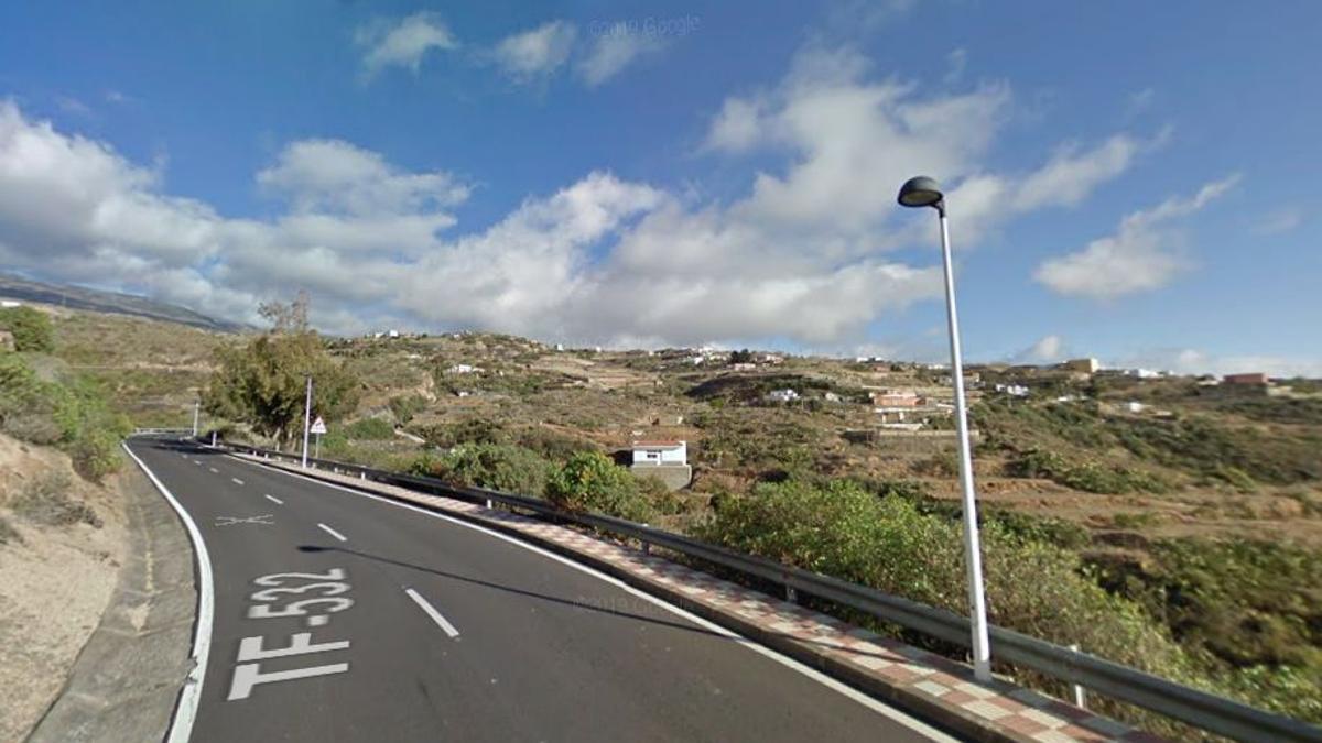 TF-532 a su paso por el poblado de La Sombrera