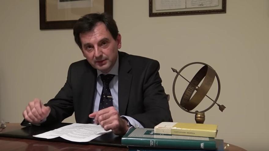 El notario Rodrigo Tena sobre los plagios del rector