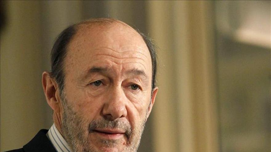 Rubalcaba afirma que el Gobierno debe ahorrar a España el despilfarro de la LOMCE