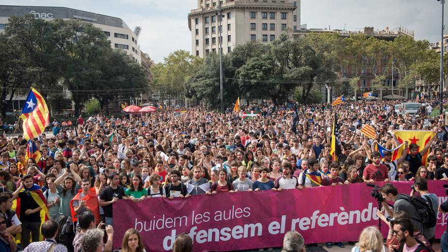 Manifestación de estudiantes en defensa del referéndum