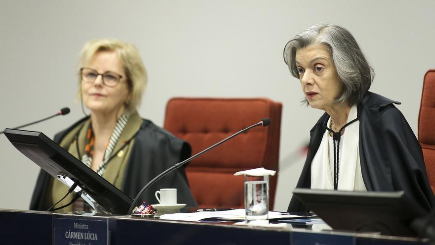 Las juezas Rosa Weber (izq) y Cármen Lúcia (der), en la audiencia pública que hubo en el Tribunal Supremo brasileño sobre el aborto.