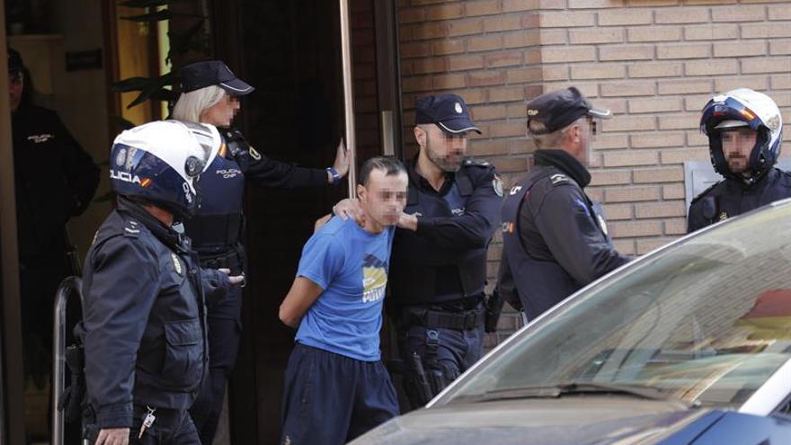El detenido por degollar a su hija participa en la reconstrucción del crimen