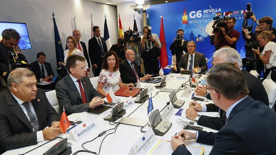 El ministro del Interior español, Juan Ignacio Zoido (al fondo), preside la reunión del G6 de los ministros del Interior de España, Francia, Alemania, Reino Unido, Italia, y Polonia, que además cuenta con la participación de altos representantes de Interior de la Unión Europea y de Marruecos.