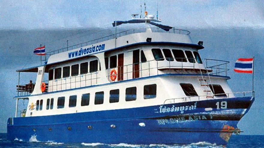 Rescatan a 14 turistas españoles en un catamarán a la deriva en Tailandia