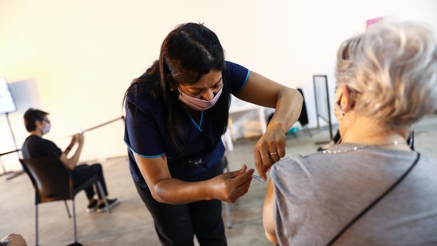 El 26 % de los argentinos están vacunados con una dosis y casi el 7 % con dos
