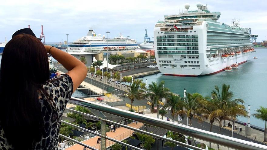 Cruceros en el Puerto de La Luz y de Las Palmas de la capital grancanaria.