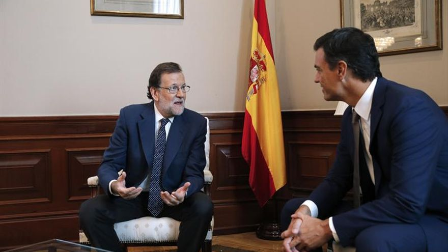 Rajoy reitera a Sánchez sus argumentos y le pide que reflexione por España