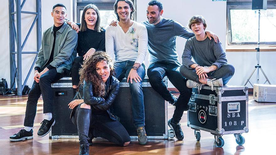 El equipo de profesores de 'Fama a bailar' dirigidos por Igor Yebra (centro), exalumno de la Escuela Víctor Ullate