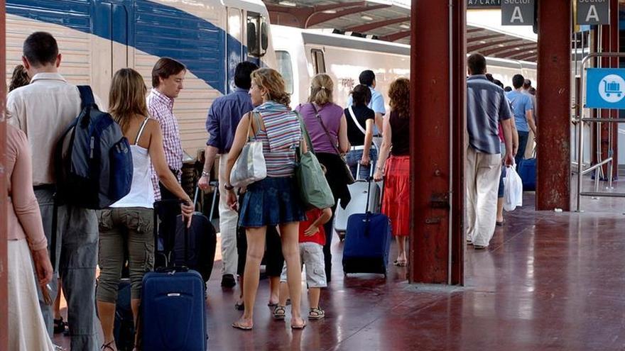 Los españoles viajaron un 4,6 por ciento más este verano que en el de 2015
