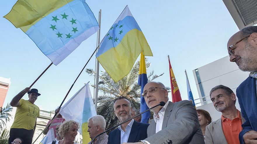 Antonio Morales, en el acto de homenaje a la bandera de las siete estrellas verdes. (CABILDO DE GRAN CANARIA)
