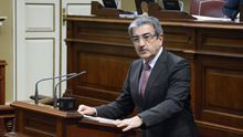 Román Rodríguez, en una sesión en el Parlamento de Canarias.