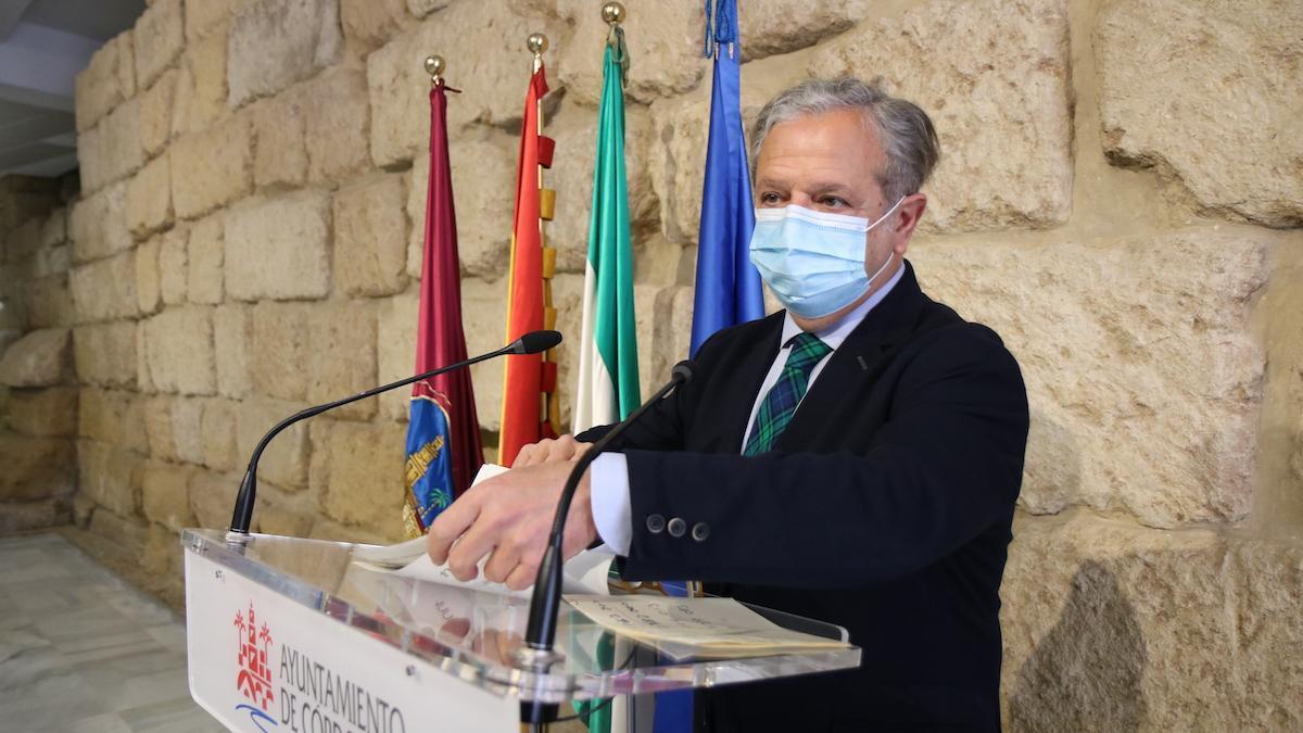 Salvador Fuentes, en el Ayuntamiento presentando el Plan Reactiva