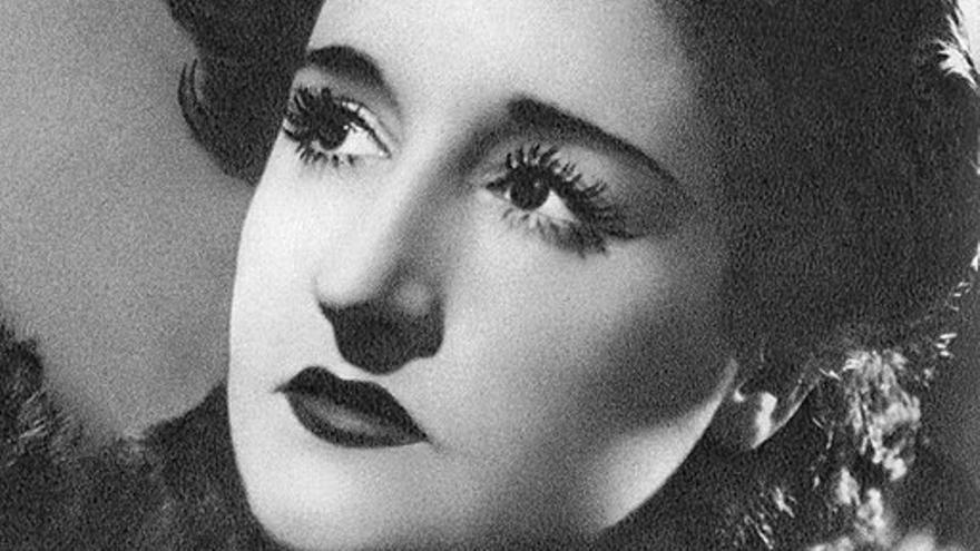 La pintora surrealista Maruja Mallo, comprometida con la II República, tomó el camino del exilio en 1939, del que regresó en 1962.