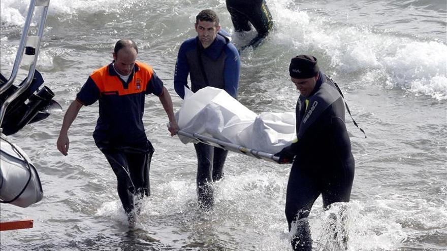 Mueren once inmigrantes al naufragar una patera que buscaba Salvamento