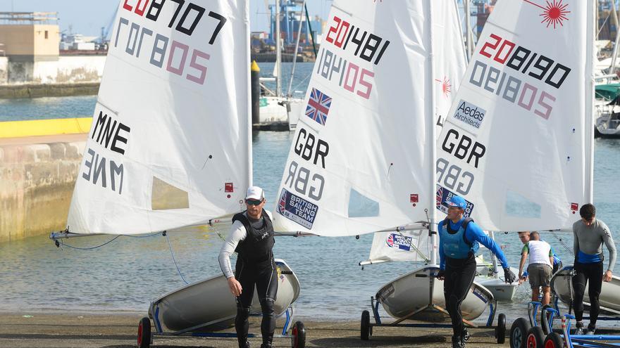 Imagen de varias embarcaciones que participarán en el Campeonato Europeo de la Clase Láser en Gran Canaria.