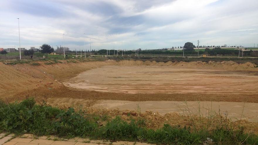 Los terrenos excavados, donde se aprecia con el corte del fondo el daño que se ha hecho.