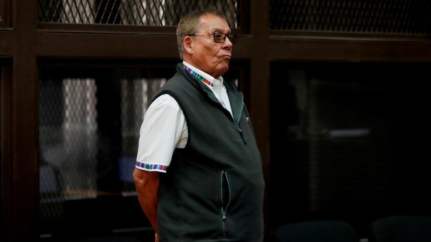 Envían a juicio a exgenerales militares en Guatemala por una masacre de indígenas