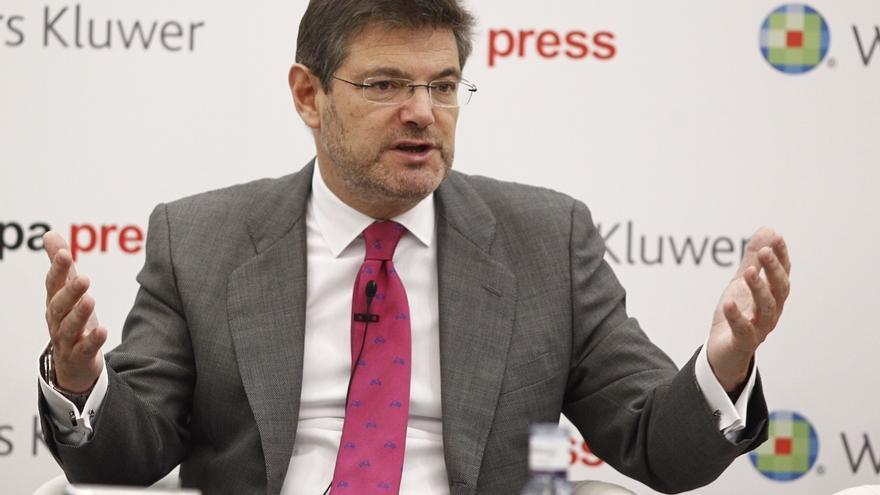 Catalá dice a Puigdemont que la consulta es ilegal y avisa que si lo convoca caerá sobre él todo el peso de la ley