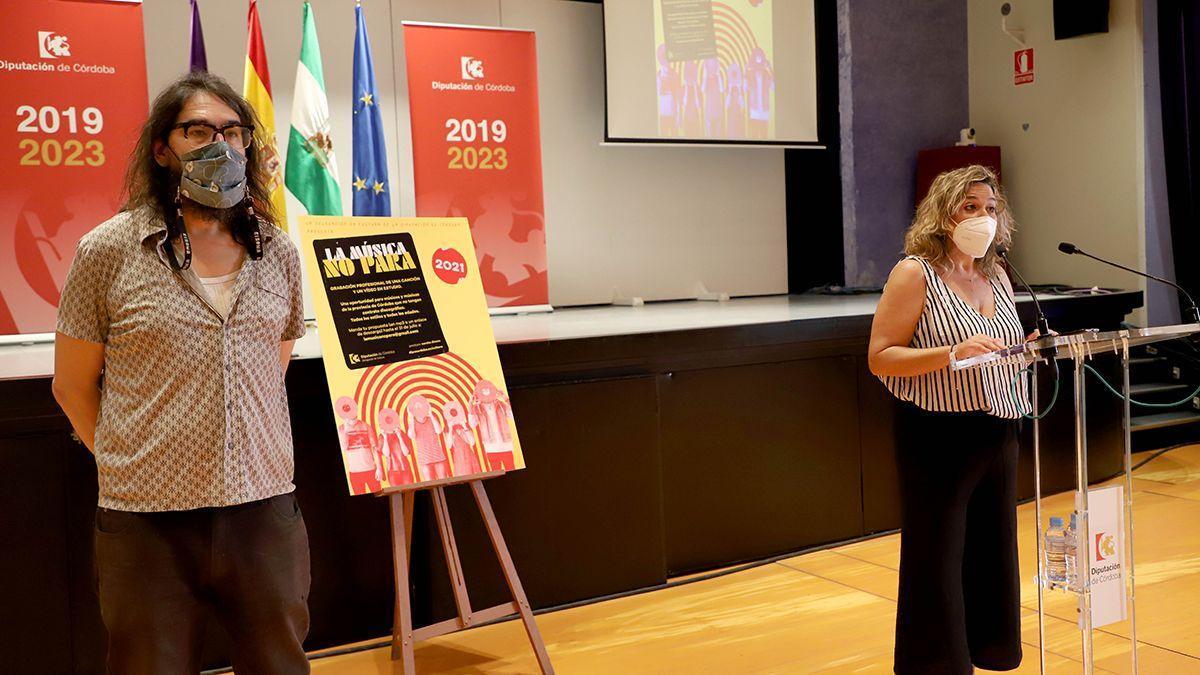 Fernando Vacas y Salud Navajas en la presentación de 'La música no para'