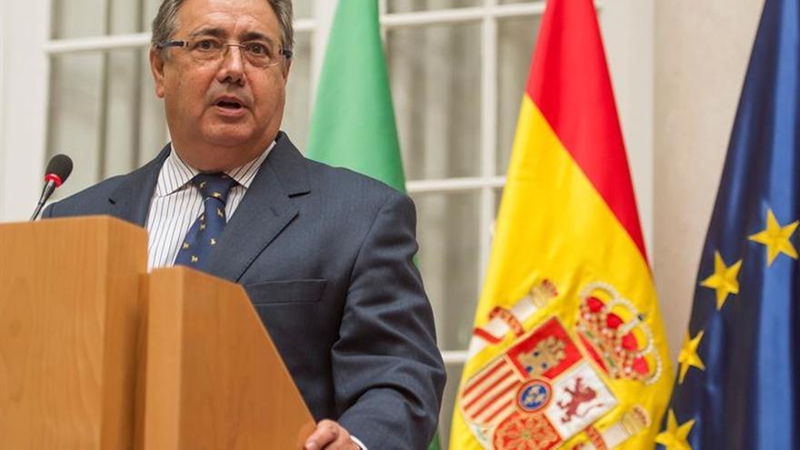 Zoido viaja mañana a Marruecos para tratar cooperación antiterrorista