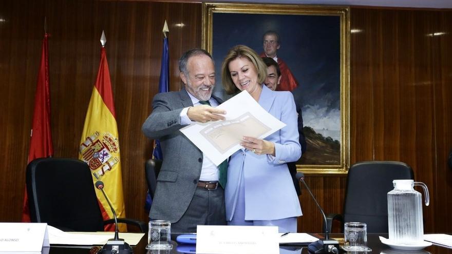 Cospedal recibe por sorpresa el título de licenciada en Derecho de manos del decano de la facultad de la Complutense